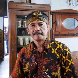 Pak Aji Prananda, pemilik kedai kopi