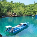 Kapal melayang di atas pantai Sulamadaha
