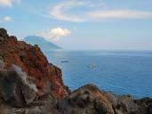 Hamparan Batu Angus hingga ke pinggir pantai membentuk tebing