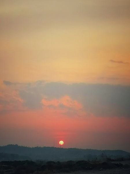 Matahari yang bersinar lindap
